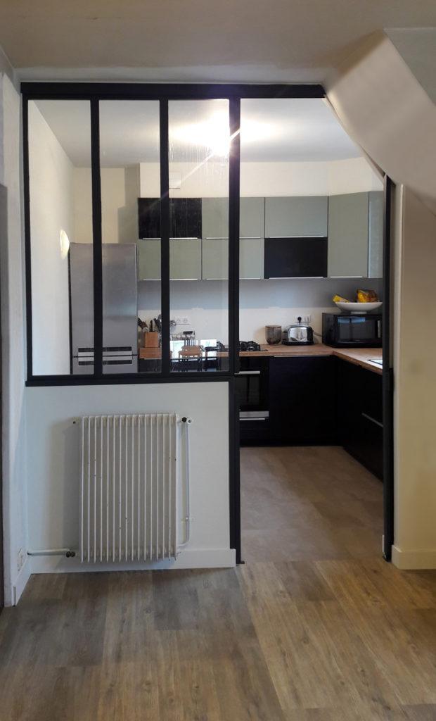Cr ation de verri res type atelier - Meuble de cuisine avec porte coulissante ...